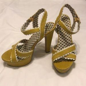 Mustard retro platform heels, size 6